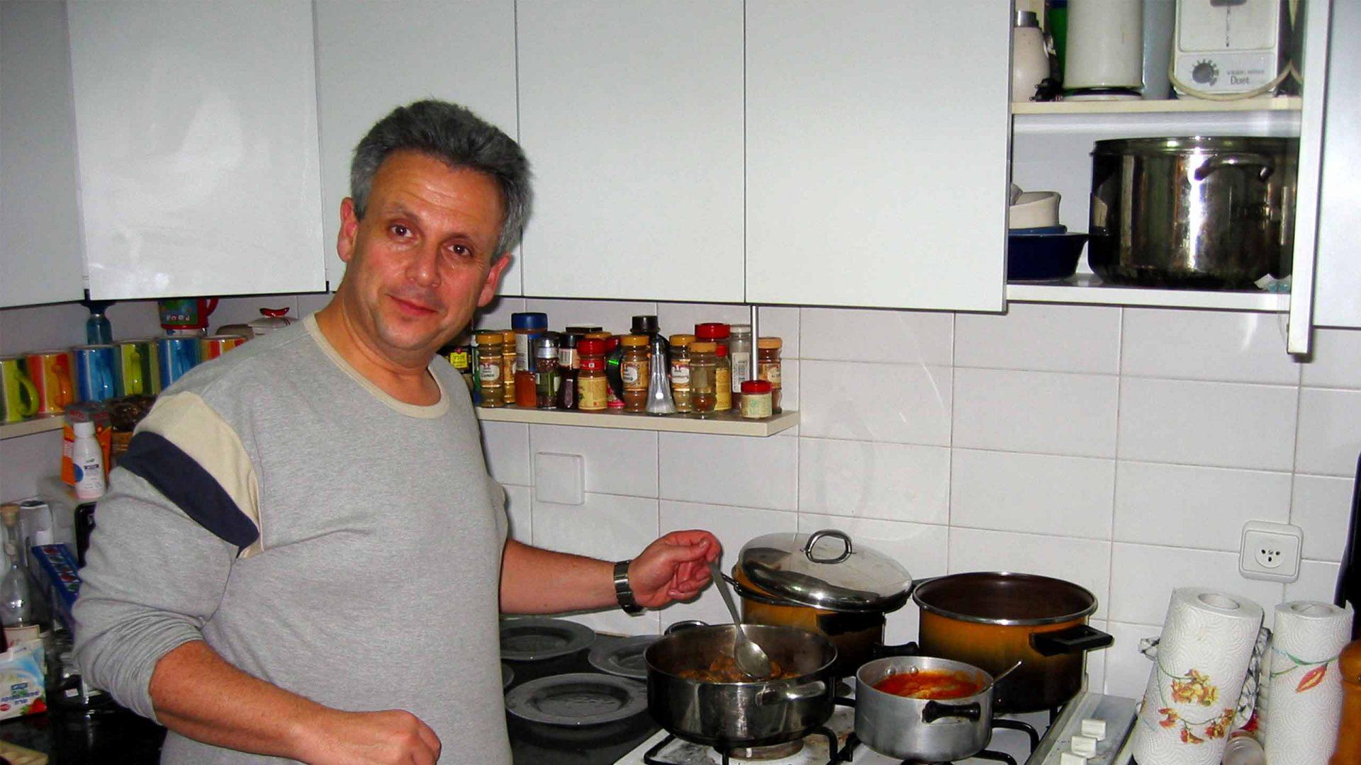 """ד""""ר אמתי אלקיים מבשל"""