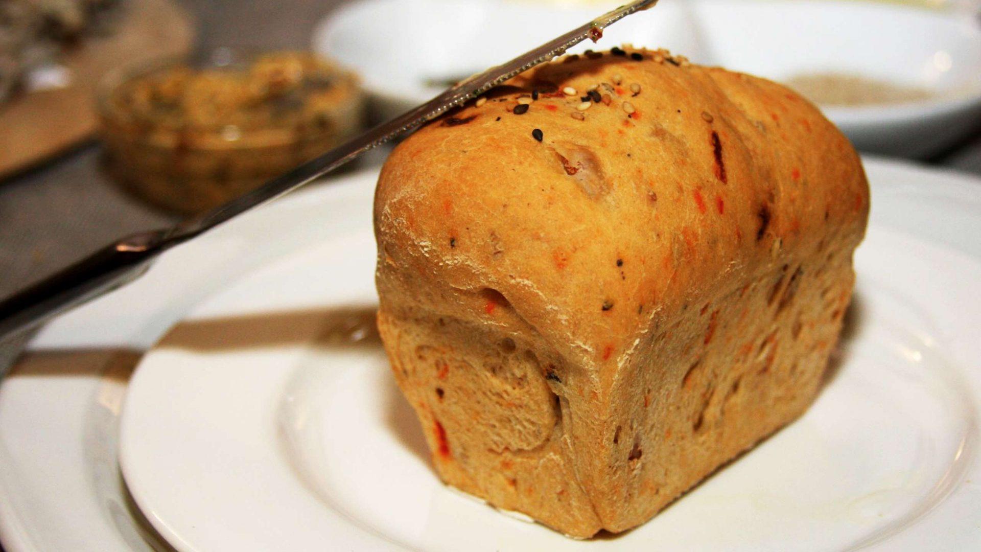 ארוחת לא על הלחם לבדו