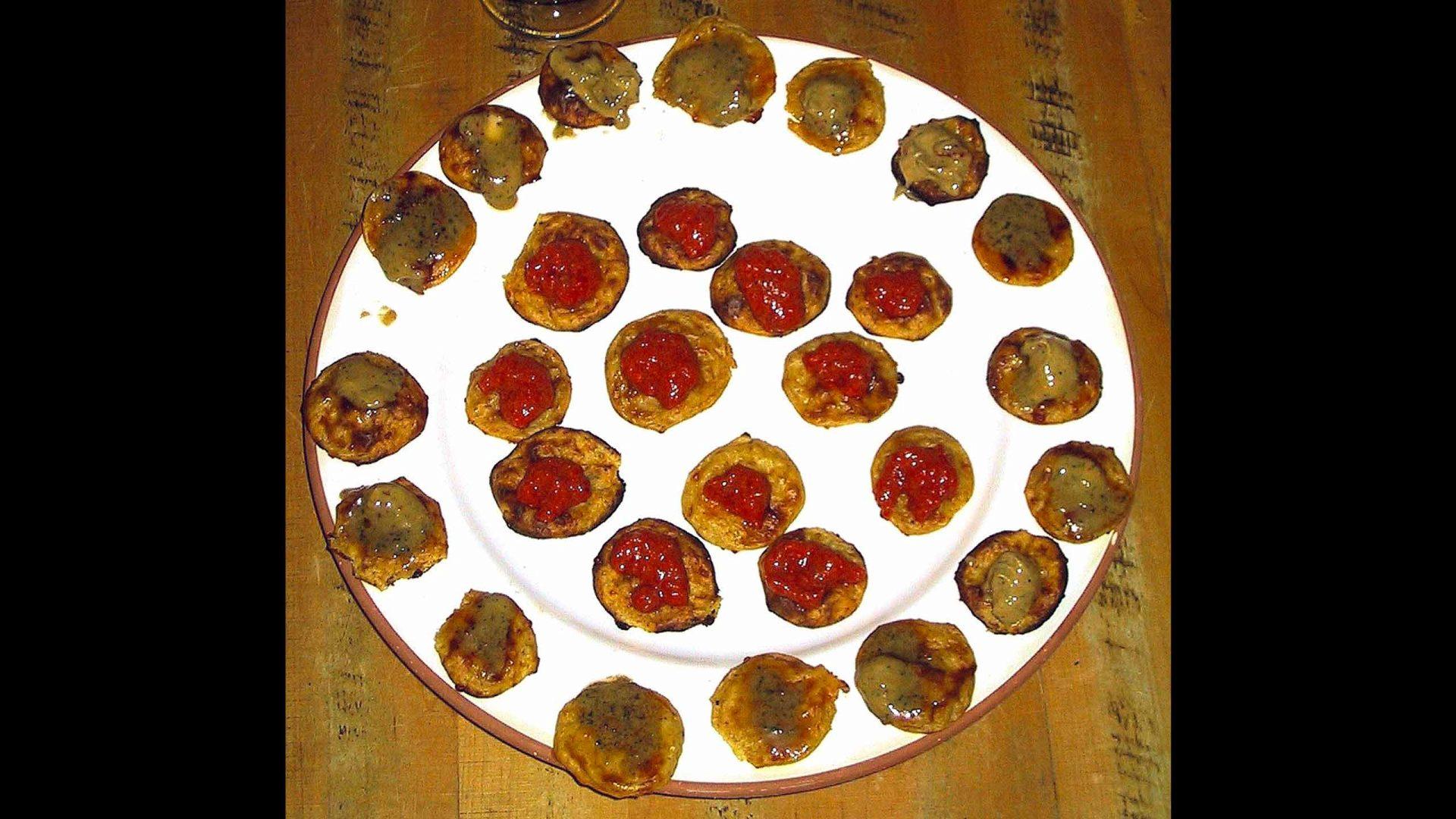 קרוקטים בחמאת אנשובי וממרח פלפלים