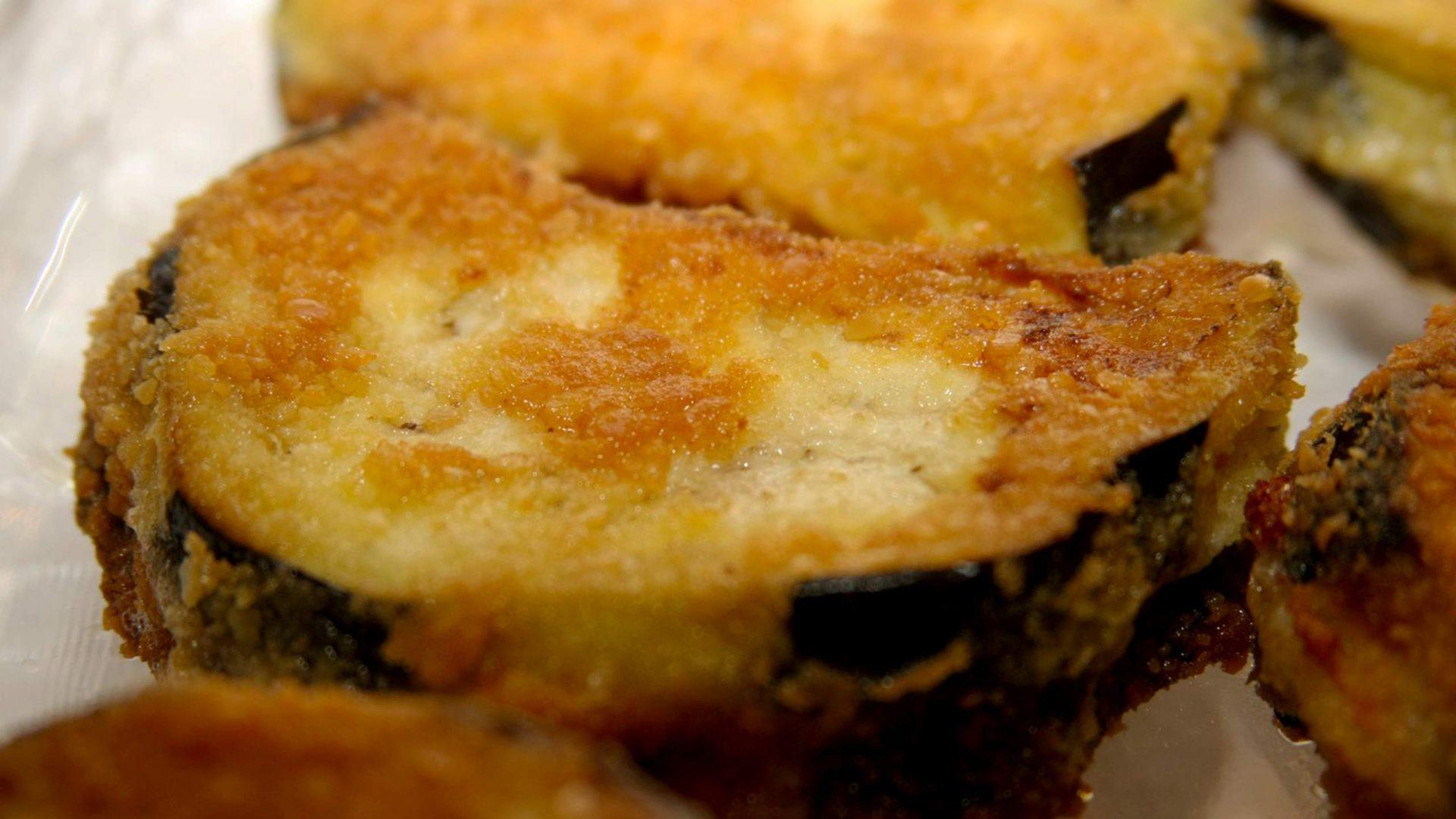 חצילים מטוגנים במילוי גבינות