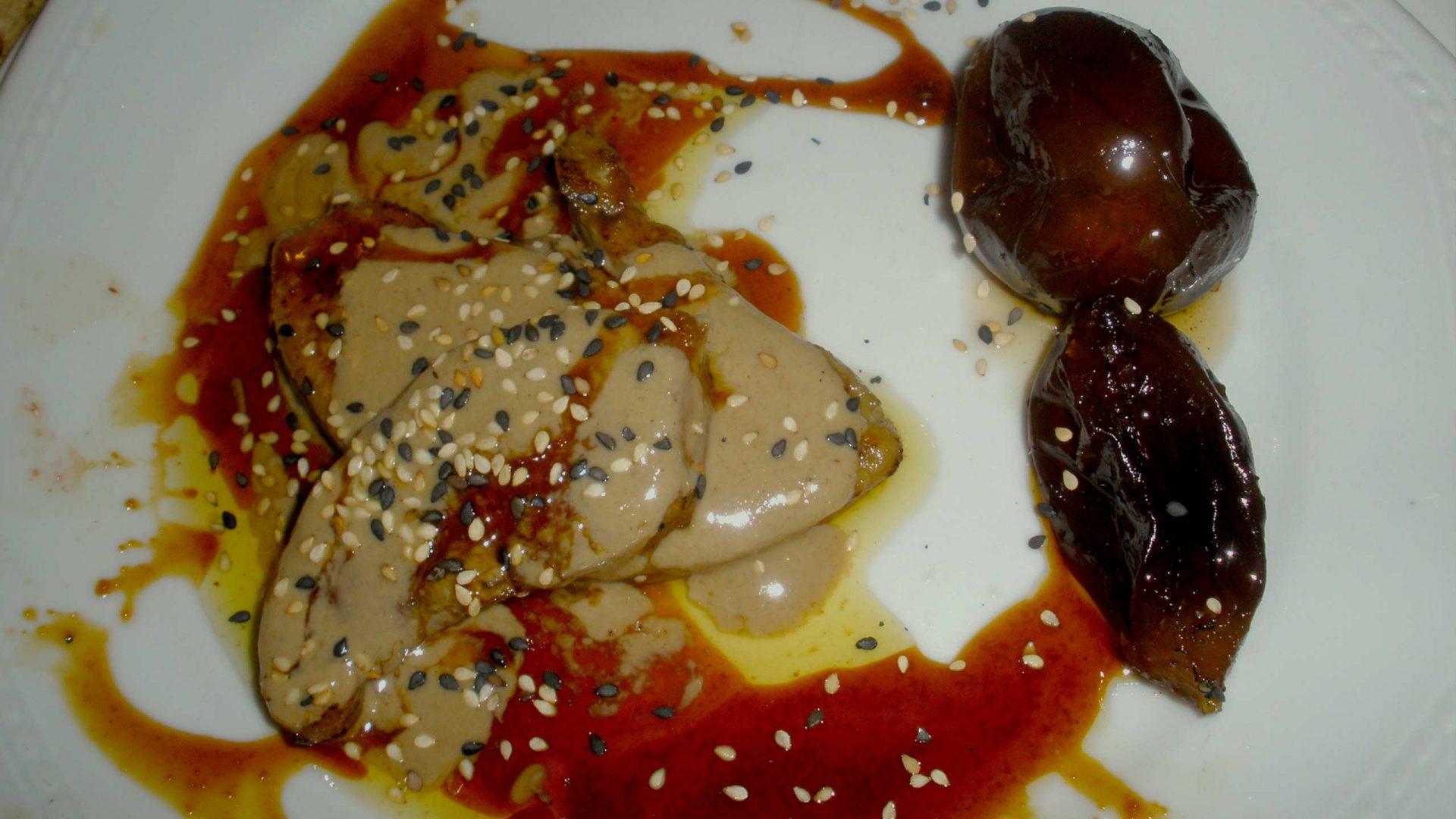 כבד אווז בטחינה סילאן וקלבדוס עם ריבת חצילים