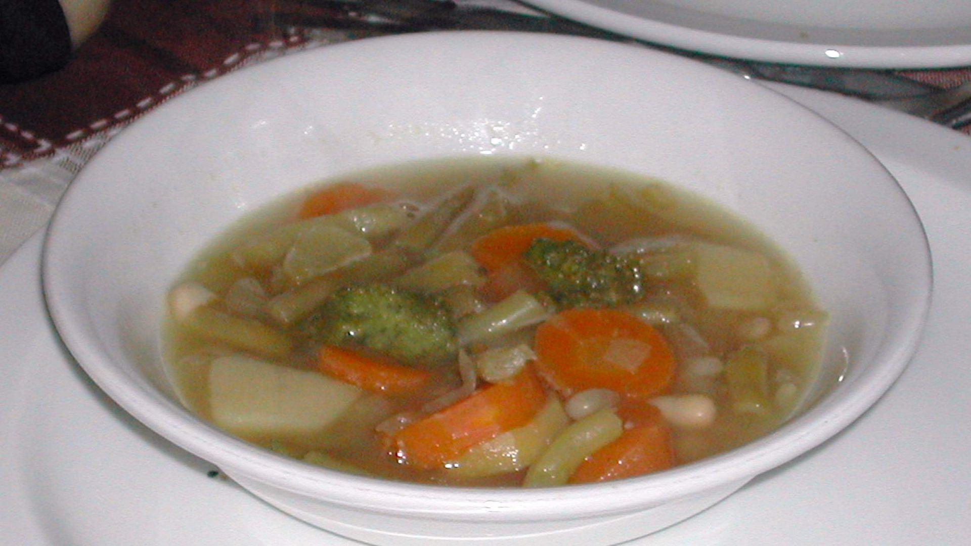 מרק ירקות פרובינסיאלי עם פסטו