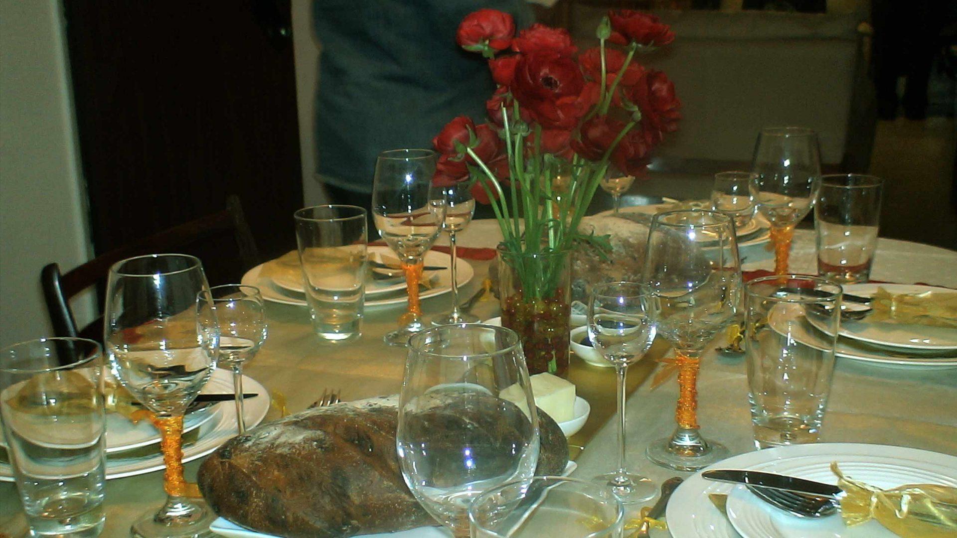 השולחן