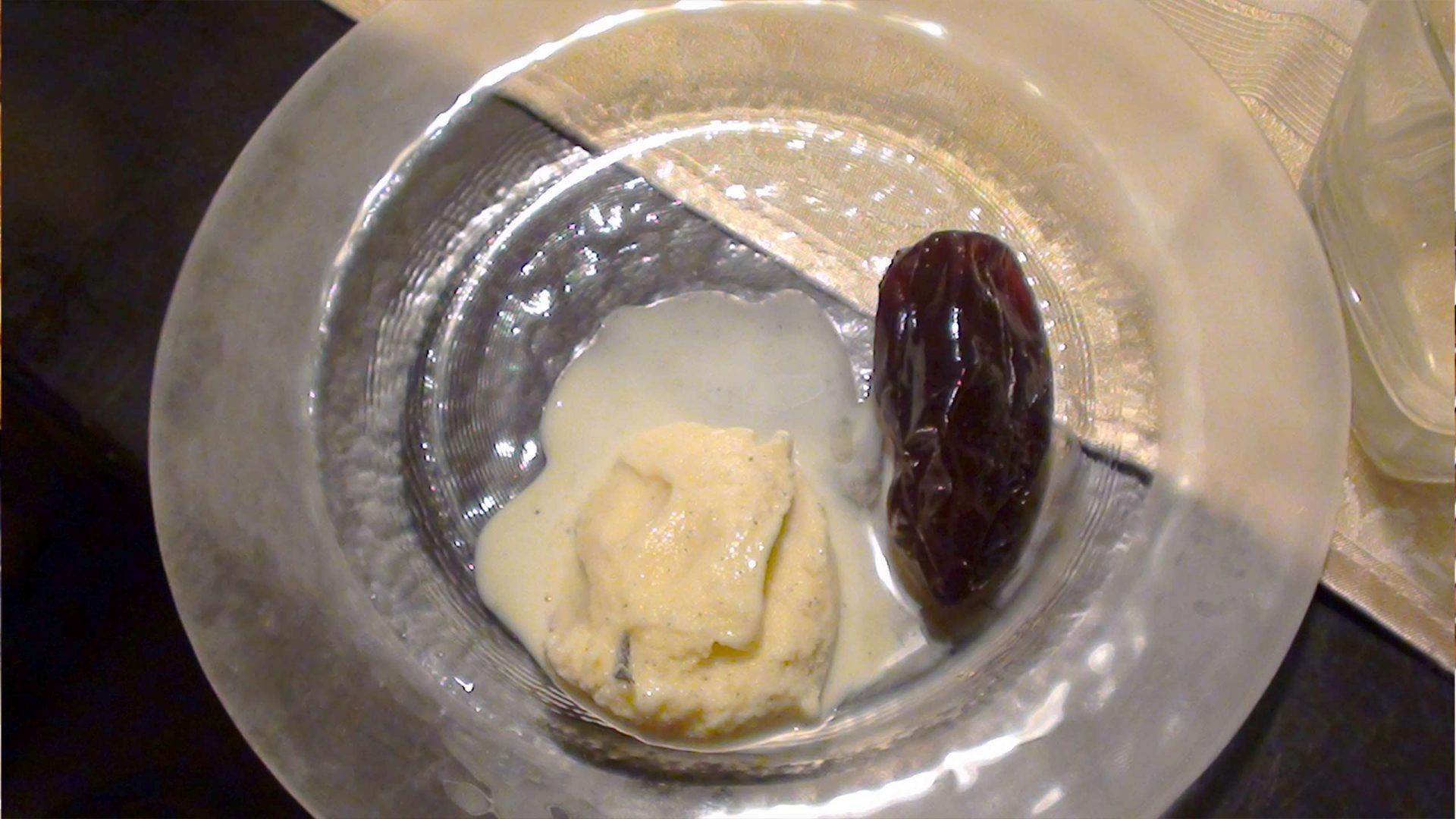גלידת וניל עם ריבת חצילים