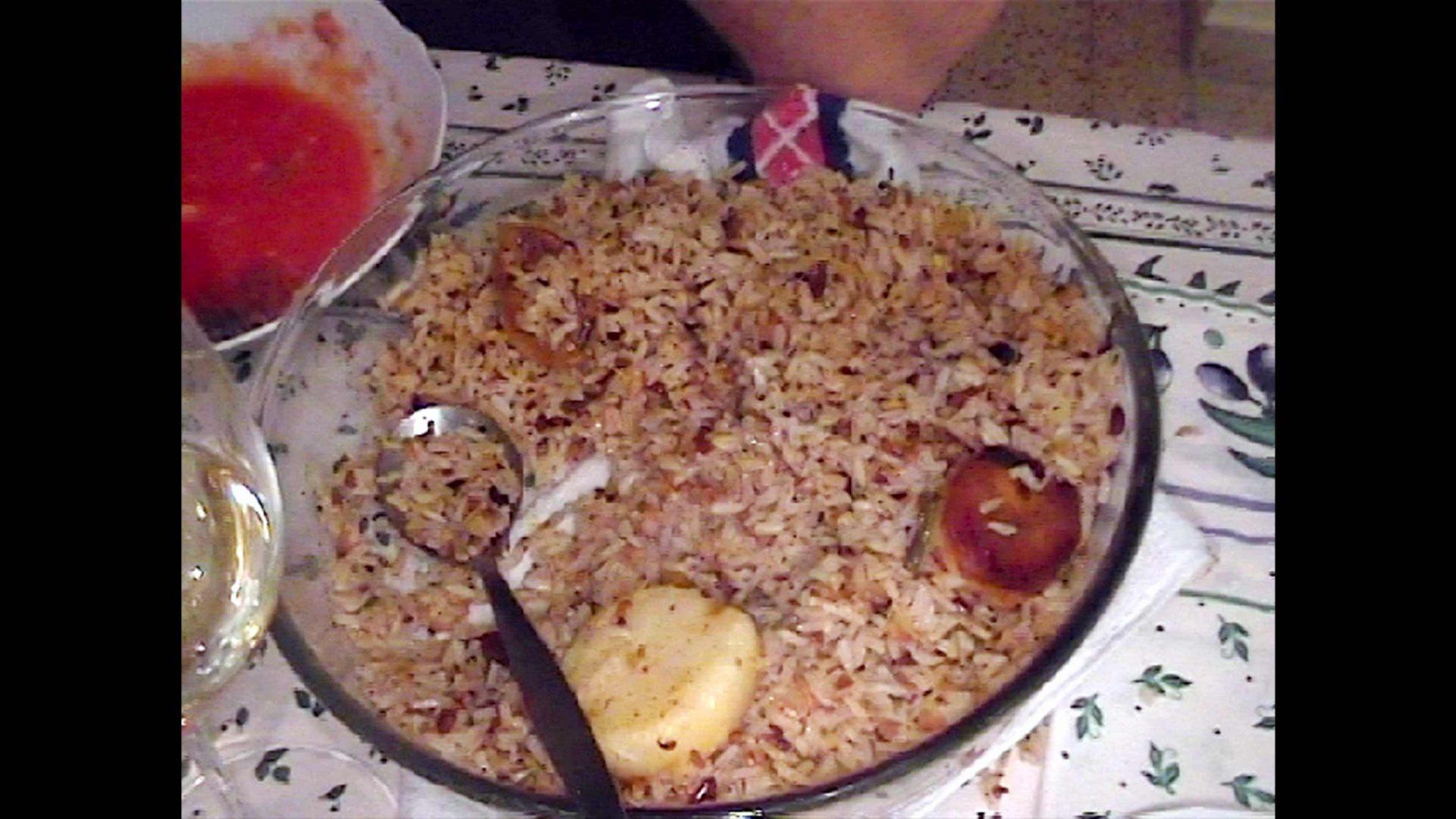 אורז פרסי עם זרשק ושבבי שקדים