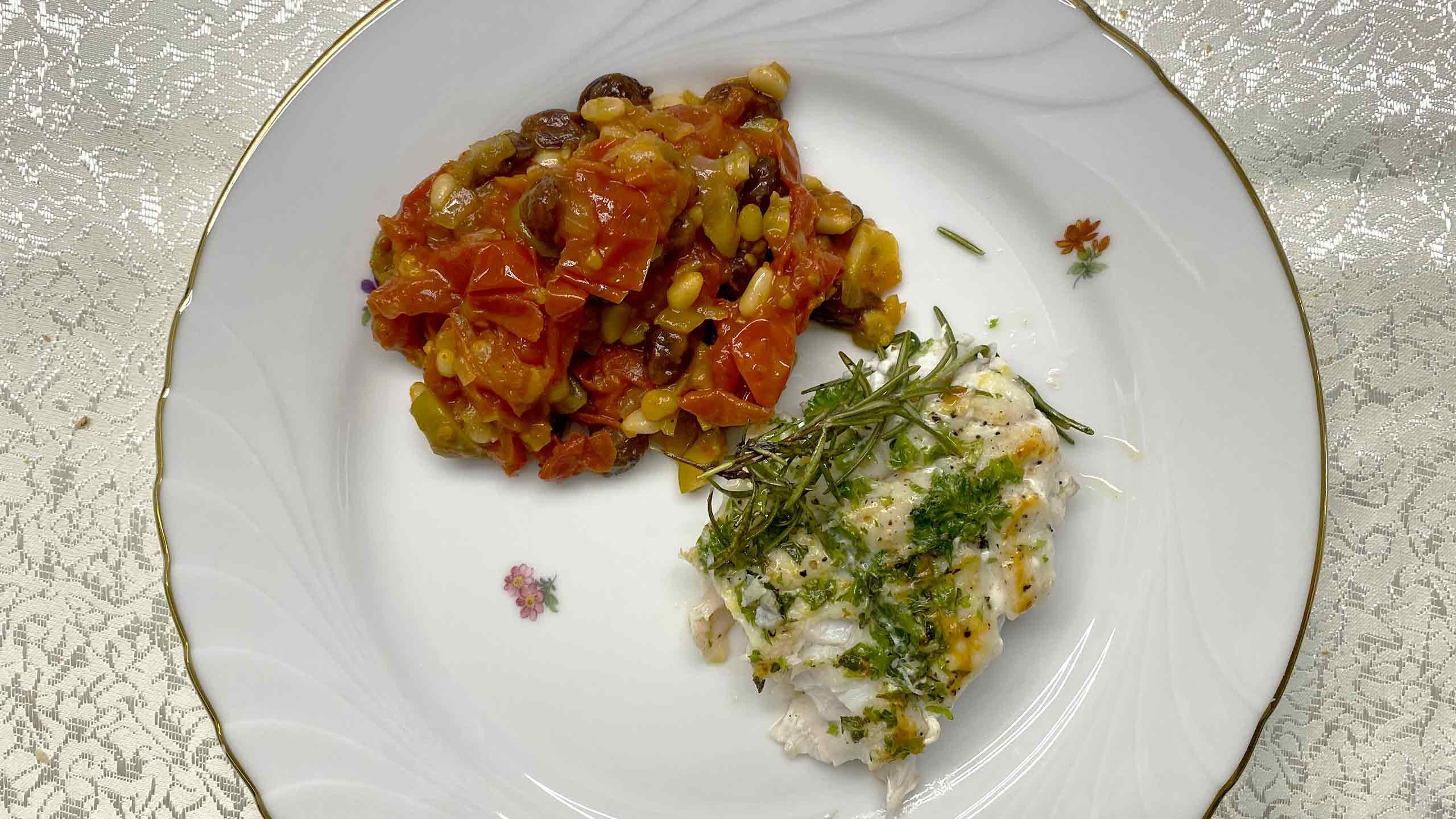 לוקוס ברוטב צלפים, זיתים ועגבניות