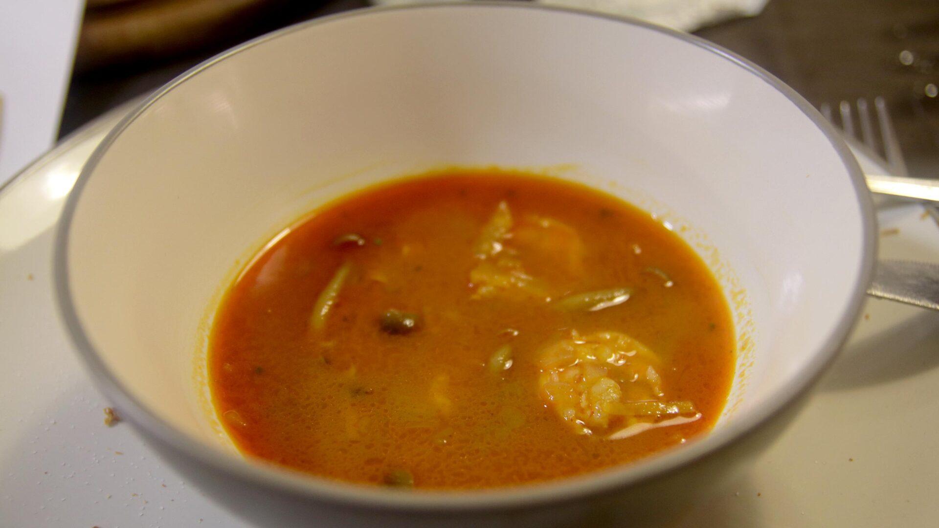 מרק קארי תילאנדי עם פטריות שימג'י ושרימפס